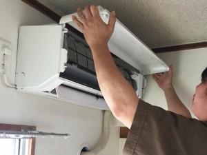 エアコンの汚れを確認